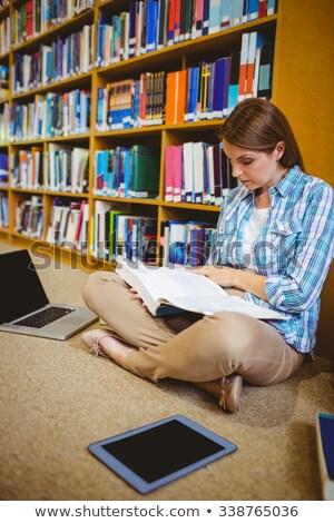 Figyelmes érett diák könyvtár egyetem nő Stock fotó © wavebreak_media