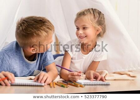 mosolyog · lány · padló · rajz · szülők · ül - stock fotó © wavebreak_media