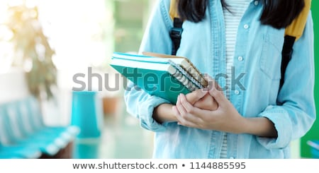Studentessa libri di testo scuola femminile lavagna Foto d'archivio © IS2