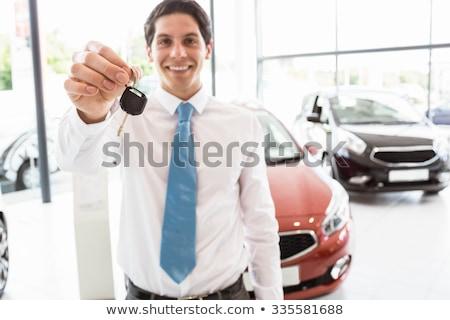 Vendeur permanent offrant clés de voiture nouvelle voiture salle d'exposition Photo stock © wavebreak_media
