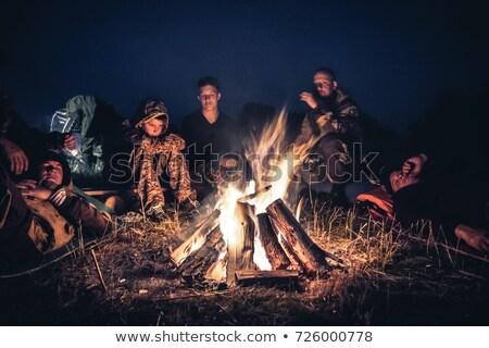 familie · vakantie · eten · buitenshuis · vrouw · huis - stockfoto © is2