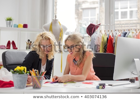kobieta · za · pomocą · laptopa · moda · projektant · pracy · studio - zdjęcia stock © freedomz