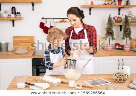 Cute pequeño nino ayudar mamá harina Foto stock © pressmaster