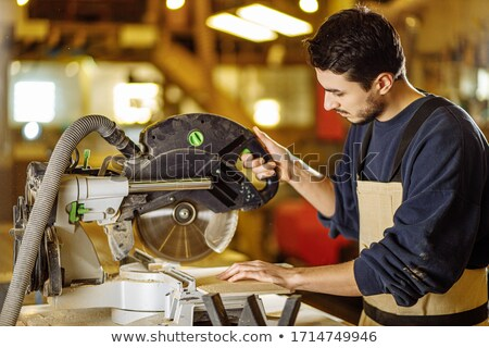 Jóvenes artesano eléctrica vio trabajo Foto stock © photography33