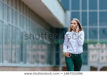 Empresária celular moderno prédio comercial mulher escritório Foto stock © FrameAngel