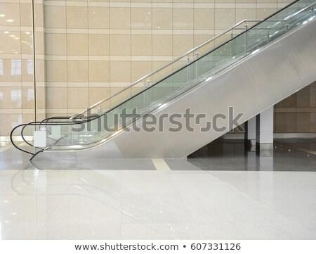 Moderne roltrap bewegende internationale luchthaven bouw Stockfoto © luissantos84