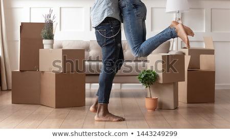 três · para · cima · em · movimento · casa · caixa - foto stock © is2