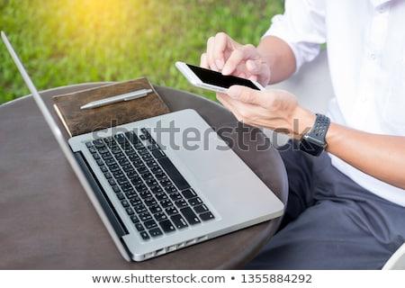 Homem trabalhando moderno laptop sessão fora Foto stock © snowing