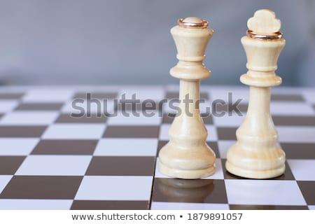 Anillos de boda piezas de ajedrez tiro rosas rojas boda Foto stock © stoonn