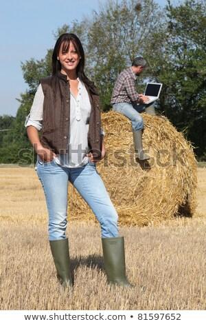 Aantrekkelijk dame landbouwer permanente echtgenoot hooiberg Stockfoto © photography33