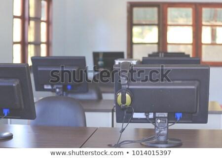 moderna · ordenador · auriculares · auricular · mesa - foto stock © justinb