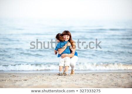 Vrouw shirt broek heldere foto gelukkig Stockfoto © dolgachov