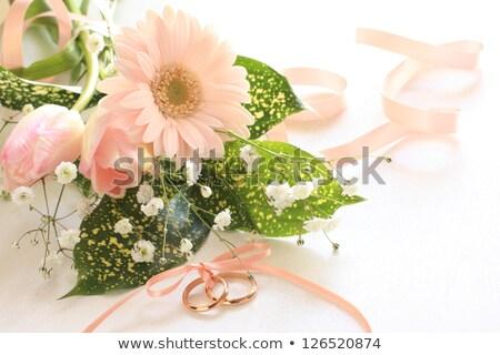 Fehér jegygyűrűk virágcsokor esküvő arany gyűrűk Stock fotó © taden