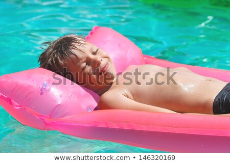 Uśmiechnięty chłopca niebieski nadmuchiwane materac basen Zdjęcia stock © galitskaya