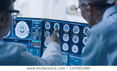Uomo donna medici mri scansione Foto d'archivio © robuart