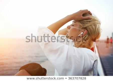 przepiękny · kobieta · muzyki · uśmiechnięty · przyjemność - zdjęcia stock © stryjek