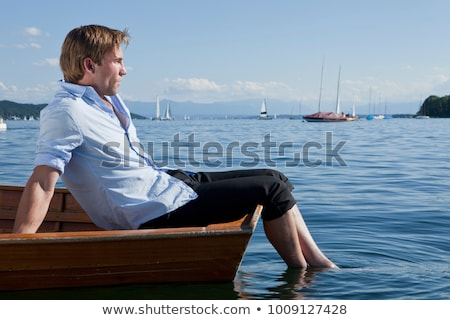 Drie zakenlieden ontspannen roeiboot zakenman reizen Stockfoto © IS2