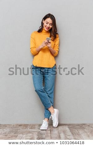 Feliz morena mujer suéter escrito mensaje Foto stock © deandrobot
