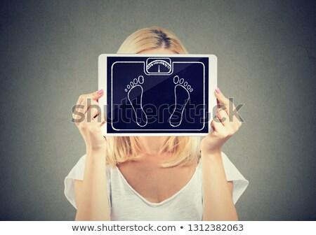 Mujer tableta peso escala cara Foto stock © ichiosea