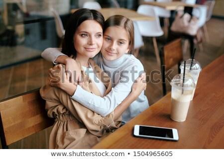 genç · kadın · oturma · restoran · çekici · telefon - stok fotoğraf © pressmaster