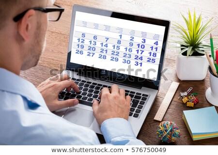 Zakenman naar kalender dagelijks agenda jonge Stockfoto © AndreyPopov