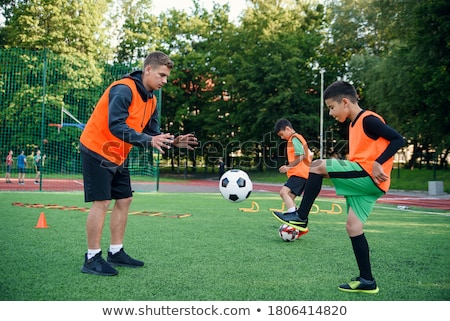 Piłkarz szkolenia dziedzinie młodych chłopców szkoły Zdjęcia stock © matimix