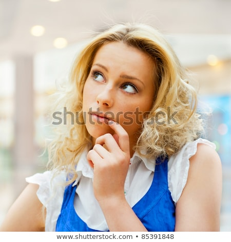 twijfelachtig · glimlachende · vrouw · witte · vrouw · denken · vrouwelijke - stockfoto © hasloo