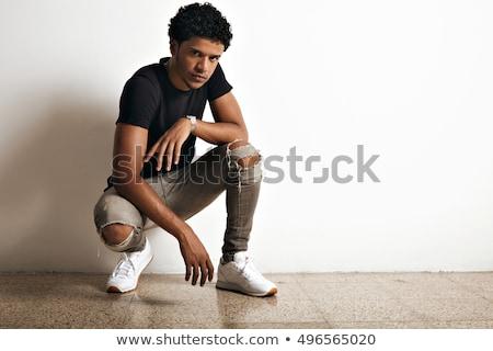 Toevallig man hurken muur jonge man vergadering Stockfoto © feedough