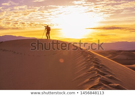 Homme photographe mort vallée caméra Photo stock © emattil