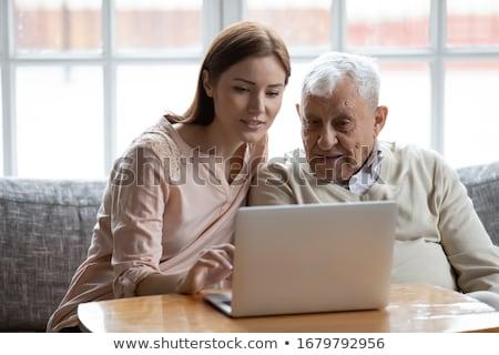 Vader helpen dochter laptop familie man Stockfoto © IS2