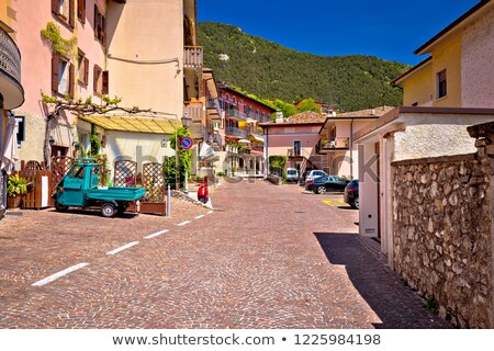 Pittoresque village au-dessus région Italie nature Photo stock © xbrchx