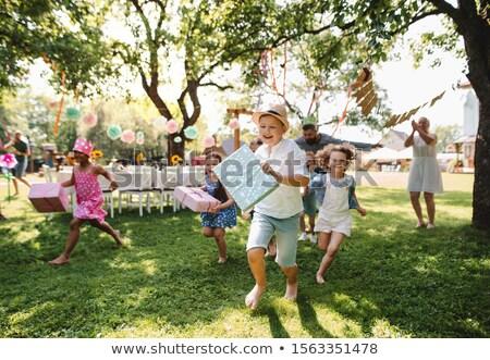 gelukkig · kinderen · geschenken · verjaardagsfeest · zomer · vakantie - stockfoto © dolgachov