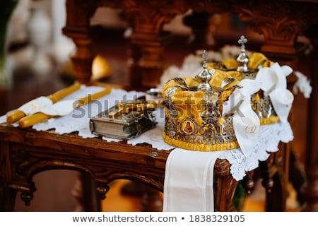 Bruiloft tabel priester bijbel kroon handdoek Stockfoto © ruslanshramko