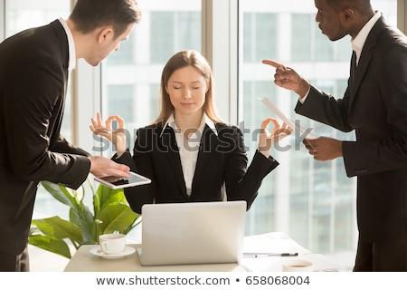 üzletasszony · nyújtás · iroda · üzlet · nő · technológia - stock fotó © dolgachov