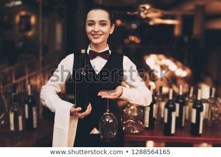 camarero · pie · uniforme · camisa · sonriendo · masculina - foto stock © wavebreak_media