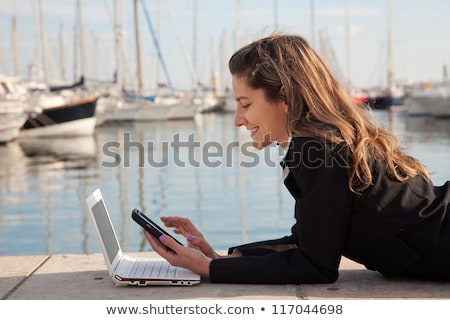 Empresária laptop cais mulher de negócios cidade escritório Foto stock © ssuaphoto