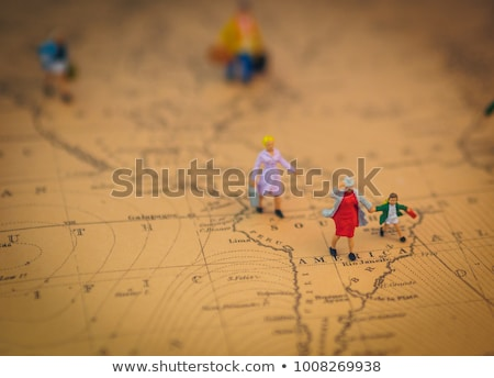 Réfugiés familles courir loin pays Photo stock © RedKoala