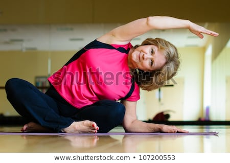 Felice forte fitness signora seduta posa Foto d'archivio © deandrobot
