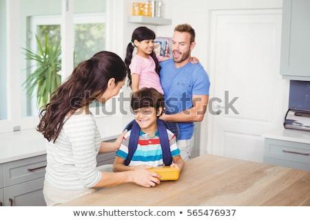 Amoroso madre hija escuela almuerzo casa Foto stock © dolgachov