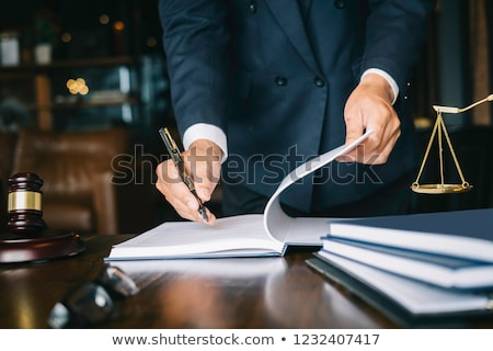 Bíró ügyvéd kéz ír bíróság pereskedés Stock fotó © AndreyPopov