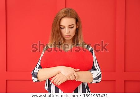 güzel · bir · kadın · büyük · kırmızı · kalp · eller - stok fotoğraf © goce