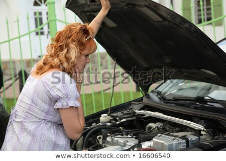 Zwangere vrouw kapotte auto vrouw zwangere motor motor Stockfoto © Discovod