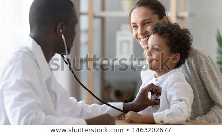 kettő · orvosok · beteg · néz · kamera · kórház - stock fotó © is2