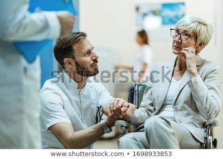vrouwelijke · arts · gang · ziekenhuis · business · gelukkig - stockfoto © is2