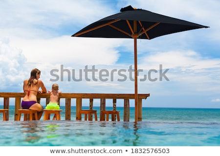 Fotografia dziewczynka nieskończoność basen pływanie góry Zdjęcia stock © AndreyPopov