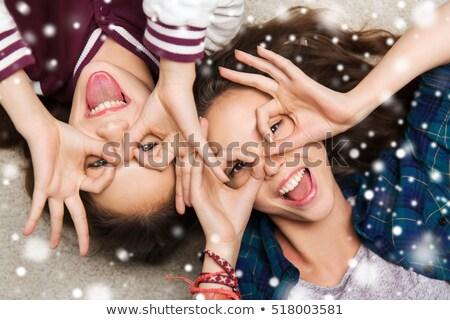 Gelukkig glimlachend mooie tienermeisje mensen haarverzorging Stockfoto © dolgachov