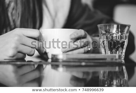 Mains Homme étudiant verre cappuccino Photo stock © pressmaster
