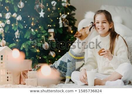 Aanbiddelijk blij vrouwelijke kind dranken melk Stockfoto © vkstudio