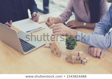 Vente représentant proposer maison acheter contrat Photo stock © snowing