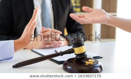 Paar echtgenoot vrouw echtscheiding procede luisteren Stockfoto © snowing